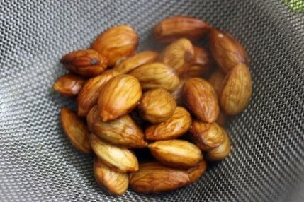 blanching almonds